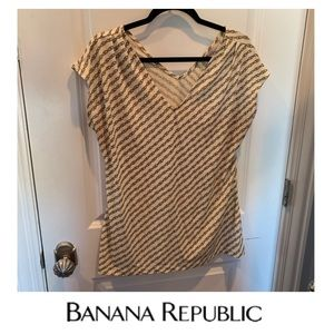 Banana Republic Chain Print V-Neck Top